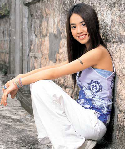 Jolin with her rebonded hair